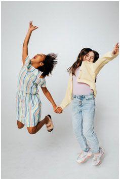 Kids doing a jump shot